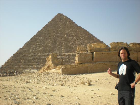 Mikerinos Pyramid: Micerinos, la mas pequeña pero vale la pena.