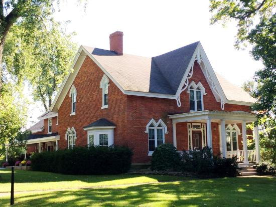 Brick House Bed & Breakfast: 4-Season Summer