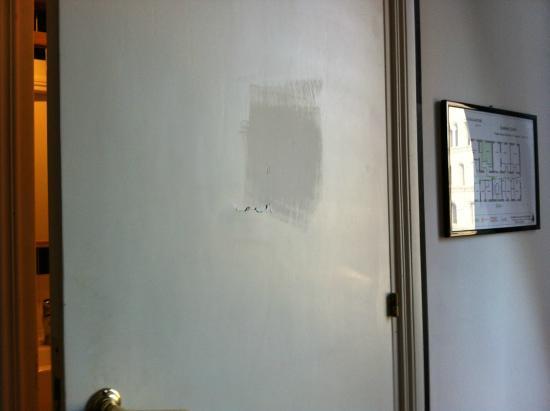 Sonnino Suite B&B : Дверь в санузел