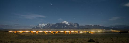 Tierra Patagonia Hotel & Spa: Tierra Patagonia at night
