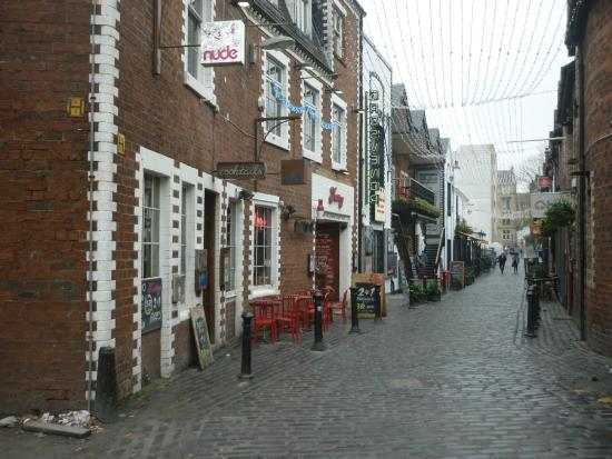 Glasgow West End: Small restaurant passage