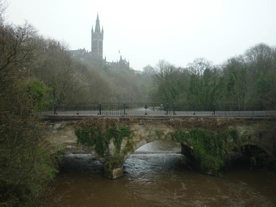 Glasgow West End: Kelvin river