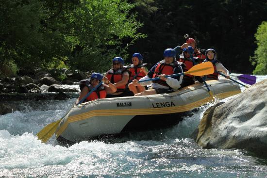 Aguas Blancas Rafting: En plena navegación
