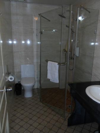 Shanghai Fish Inn Bund: Bathroom