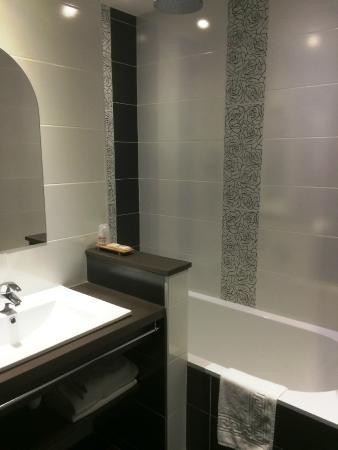 Gil de France : salle de bain