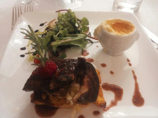 Gaillan-en-Medoc, Frankreich: Soufflé foie gras  Foie gras poêlé