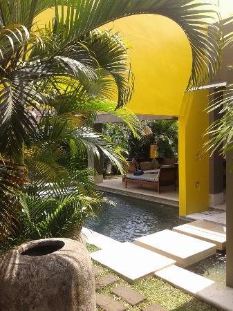 Di Astana Villa: New garden in Ratu room ( private room)