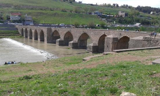The Old Bridge on Tigris River: 10 gözlü köprü