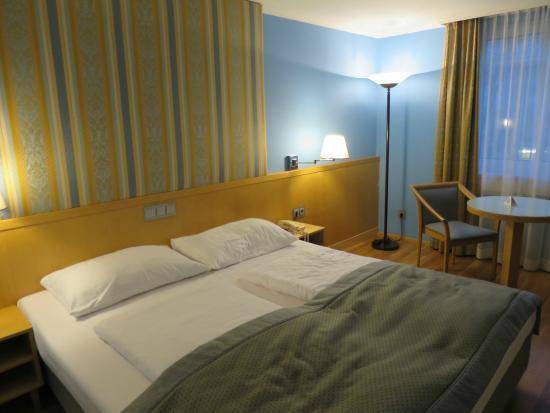 Austria Trend Hotel Ananas: Room at the Austria Trend Hotel