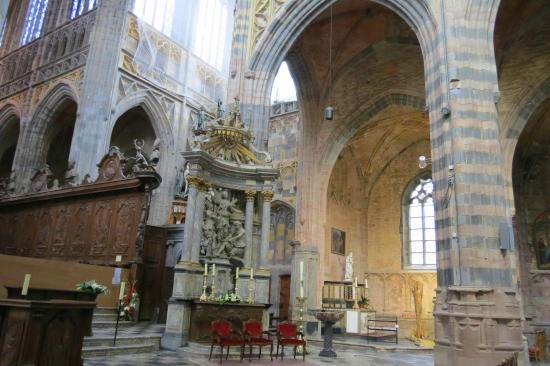 Basilique Saint-Hubert : pas de légende