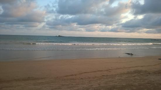 Busua Waves Resort: Beach View