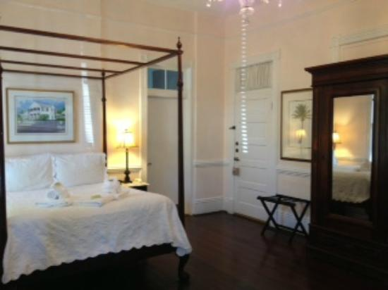The Conch House Heritage Inn: Pure elegance in this ground level room.