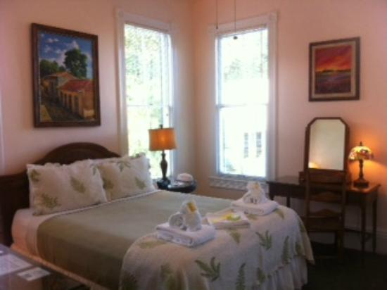 The Conch House Heritage Inn: Charming, bright upstairs room