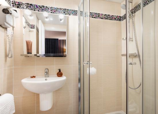 Hotel Charlemagne: Room