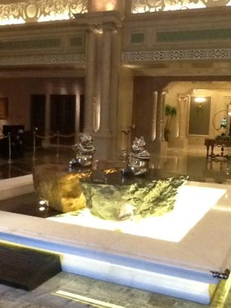 Renhe Chuntian Hotel : pandas dans le lobby