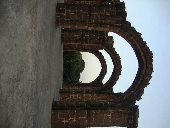 Barah kaman: Arches