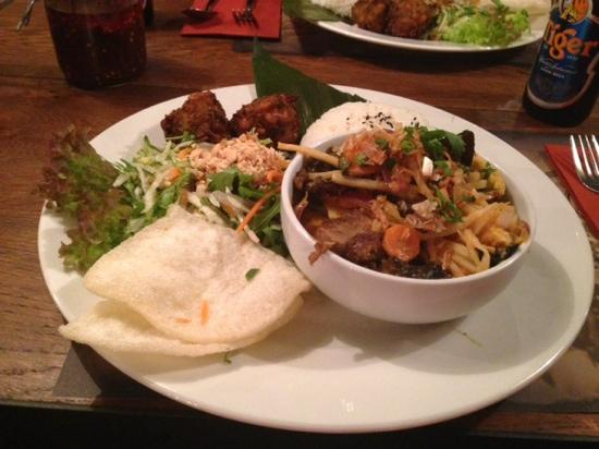 Banana Tree West Hampstead : roast duck curry combo (rice, crackers, salad, sweetcorn cakes)