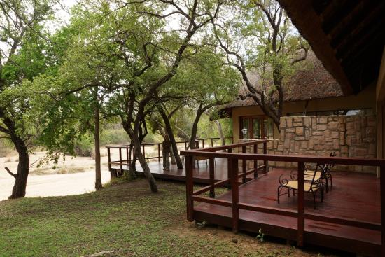 Shumbalala Game Lodge: Terrasse der Presidential Suite