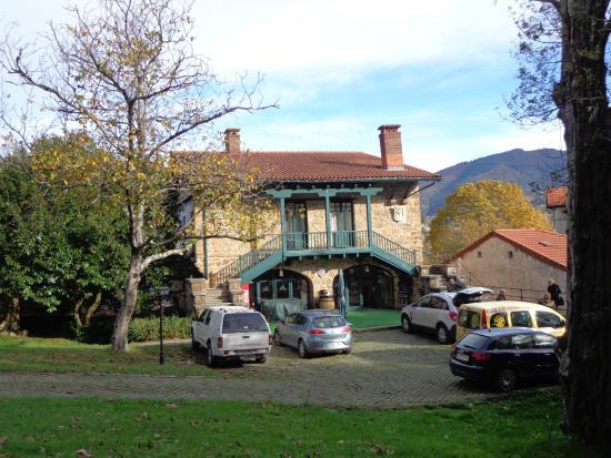 Hotel Isasi: Edificio principal