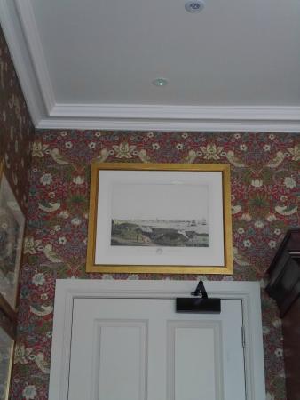 Cumnock, UK: Annoying green light in ceiling