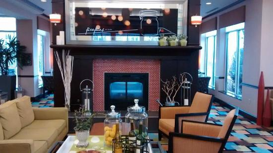 Hilton Garden Inn Cincinnati/Mason: Lobby areashow