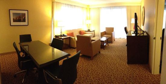 Ottawa Marriott Hotel : Suite sitting area