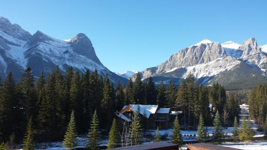 Rundle Cliffs Luxury Mountain Lodge: view from the deck