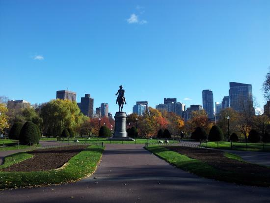 The College Club of Boston : Boston Public Garden is 3 minutes away!