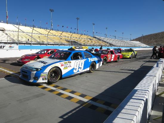Richard Petty Driving Experience : Staging