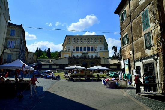 B&B La Rocca: Piazza Romeo Romei già della rocca