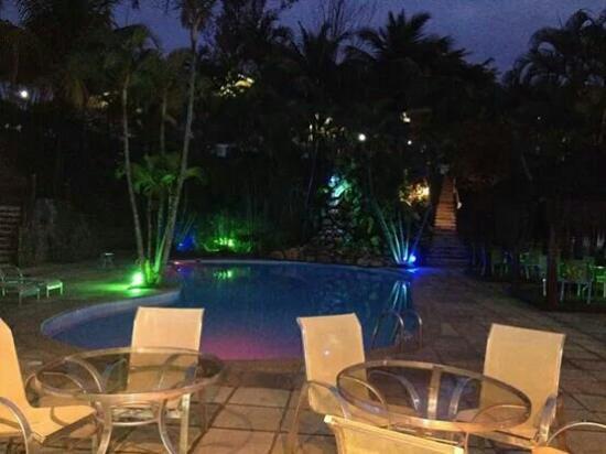 Hotel Mandragora: Piscina a noite, show de bolas