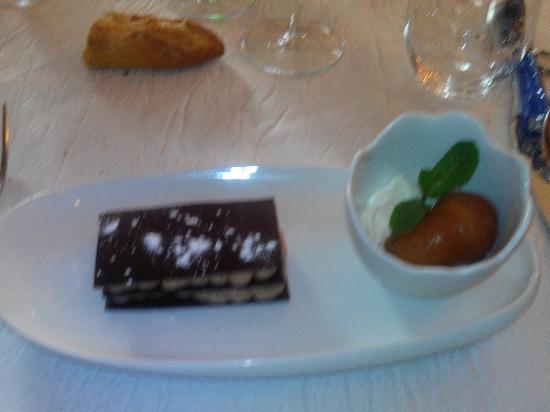 Auberge de Port-Vallières : Mille feuille chocolat crème de marrons accompagné de son baba au rhum