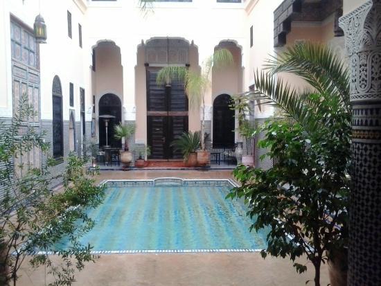Riad Fes Baraka : piscina  nella corte del Riad