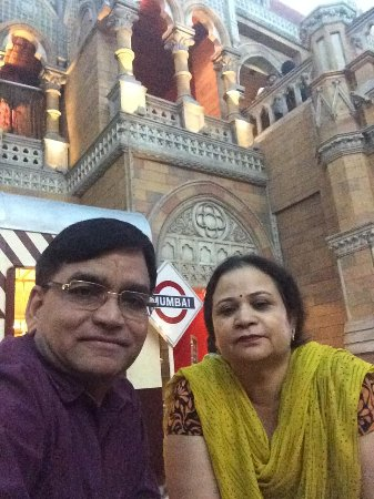 Four Points by Sheraton Vadodra: Happy couple for 30 years.
