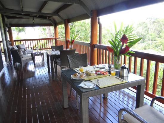 Forest Creek, Australie : A delightful setting for breakfast