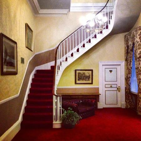 The Bulkeley Hotel: Characterfully staged landing area, by Room 119
