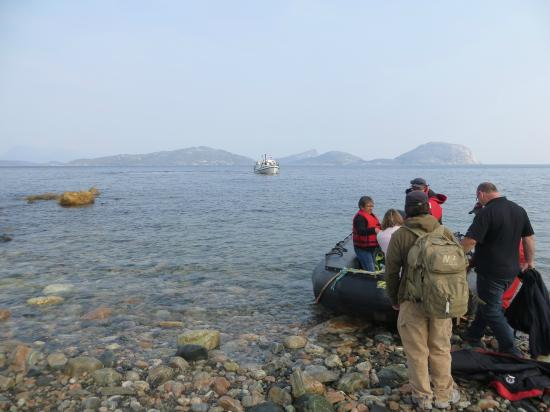 Nain, แคนาดา: Transfer by Zodiac to boat to go to camp