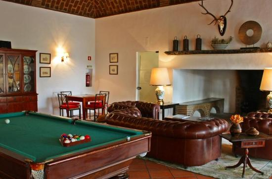 Horta da Moura - Hotel Rural: Sala de jogos e de estar / Games and sitting room