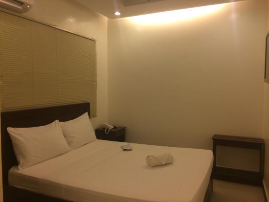 Ipil Suites Puerto Princesa: Twin sharing bed