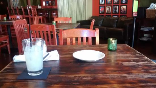 La Bocca Urban Pizzaria: Ambiente - mesa