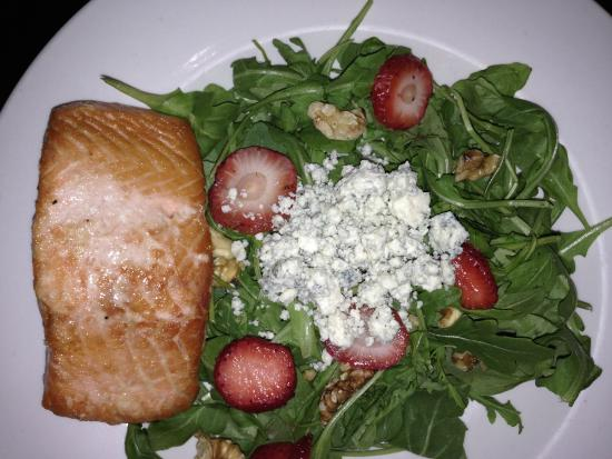 309 Bistro & Spirits: Arugula salad + salmon