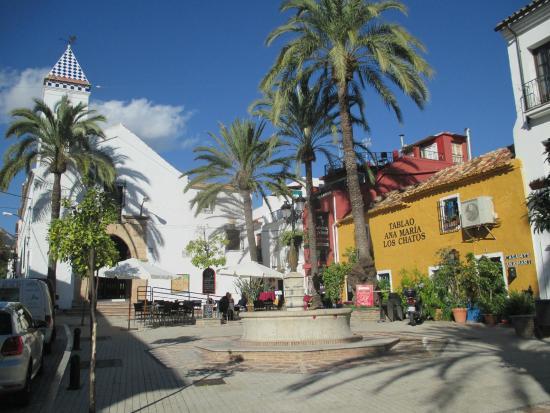 Hotel Claude Marbella: Plaza Santo Cristo - across the street from Hotel Claude