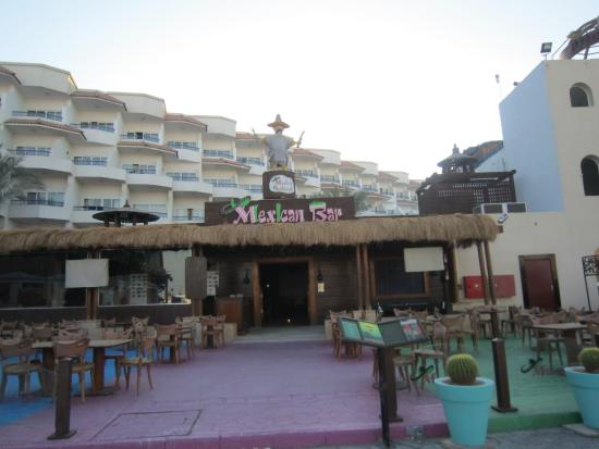 Mexican Restaurant: in front of hotel