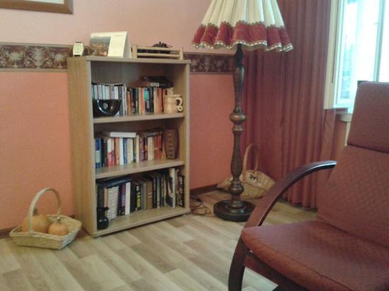 Romeo Family Apartments: Lovely breakfast room.