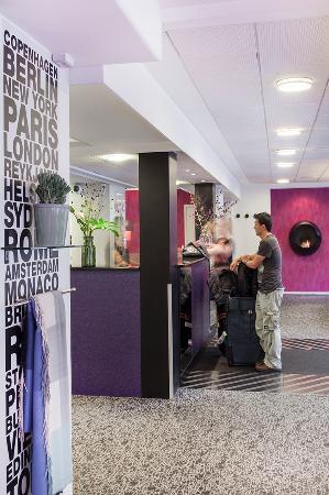 Andersen Boutique Hotel: Reception area - check in