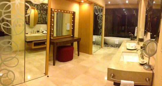 Garza Blanca Preserve, Resort & Spa: Jr. Suite bathroom