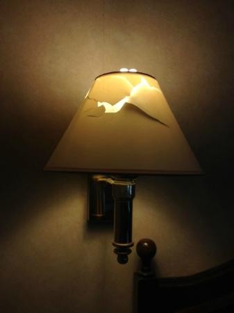 Cheshire Hotel : Bedside lamp