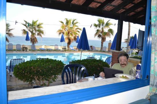 Sun Camero Beach Apartments: Вид из окна