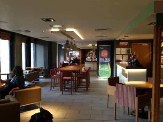 Premier Inn Edinburgh City Centre (Princes Street) Hotel: Restaurant & bar