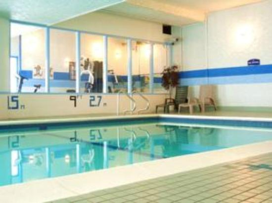 Howard Johnson Hotel Victoria: swimming pool